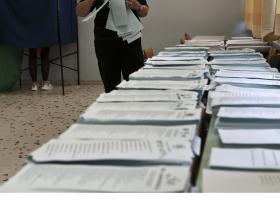 Ανακύκλωσαν πάνω από 1,5 τόνο εκλογικού υλικού στη Ν. Σμύρνη - Κεντρική Εικόνα