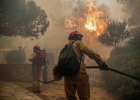 Εκκενώθηκε γηροκομείο λόγω της πυρκαγιάς στο Λουτράκι - Κεντρική Εικόνα