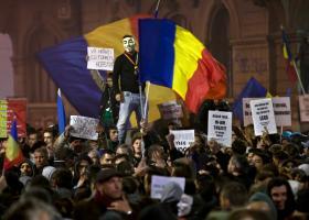 Ρουμανία: Για δεύτερη ημέρα στους δρόμους χιλιάδες πολίτες - Κεντρική Εικόνα