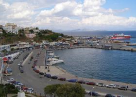 Πτώση ΙΧ αυτοκινήτου στο λιμάνι της Ραφήνας - Κεντρική Εικόνα