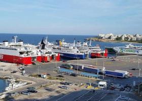 Ναυμαχία 10 πλοίων για την πιο... περιζήτηση ώρα αναχώρησης από Ραφήνα - Κεντρική Εικόνα