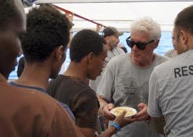 Προκλητικός ο Σαλβίνι: Ο Ρίτσαρντ Γκιρ να πάρει τους μετανάστες στο τζετ του  - Κεντρική Εικόνα