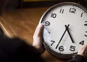 Πότε θα γυρίσουμε μια ώρα μπροστά τους δείκτες των ρολογιών μας - Κεντρική Εικόνα