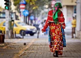 Υπ. Εργασίας: Η προσφυγή στην αυτοδικία λειτουργεί ενάντια στις προσπάθειες κοινωνικής ένταξης των ρομά - Κεντρική Εικόνα
