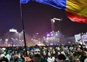 Ρουμανία: Εκατοντάδες τραυματίες σε συμπλοκές διαδηλωτών με αστυνομικούς - Κεντρική Εικόνα
