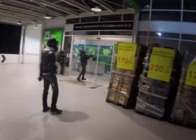 """Επίθεση του """"Ρουβίκωνα"""" σε κατάστημα στην Πειραιώς - Κεντρική Εικόνα"""
