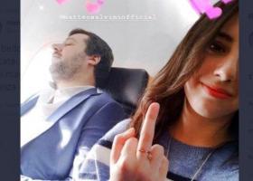 Σαλβίνι: 19χρονη τού ύψωσε το μεσαίο της δάχτυλο μέσα σε αεροπλάνο - «Απαντά» με διαπόμπευση ο αρχηγός της Λέγκα - Κεντρική Εικόνα