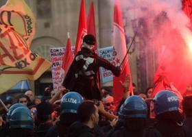 Νάπολη: Υποδοχή Σαλβίνι με διαδηλώσεις και επεισόδια με την αστυνομία (video) - Κεντρική Εικόνα