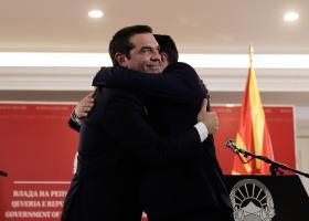 Διεθνή ΜΜΕ: «Ιστορική επίσκεψη» Τσίπρα στα Σκόπια - Κεντρική Εικόνα