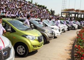 Ο πιο γενναιόδωρος εργοδότης του κόσμου μοιράζει εκατοντάδες σπίτια και αυτοκίνητα! - Κεντρική Εικόνα