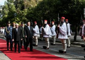 DW: Η Αθήνα στρώνει κόκκινο χαλί στον Κινέζο πρόεδρο - Κεντρική Εικόνα