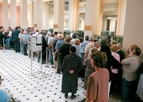 ΕΚΤ: Μειώθηκαν τα τραπεζικά καταστήματα στην Ελλάδα, αλλά αυξήθηκαν οι τραπεζοϋπάλληλοι - Κεντρική Εικόνα