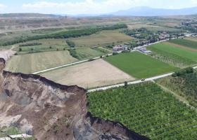 Αγωνία στη ΔΕΗ για τους 25 εκατ. τόνους λιγνίτη που είναι θαμμένοι στην κατολίσθηση - Κεντρική Εικόνα