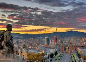 Bloomberg: Η τρομοκρατία στρέφει τους Ευρωπαίους ταξιδιώτες σε Ισπανία και Πορτογαλία - Κεντρική Εικόνα
