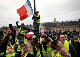 Στους δρόμους του Παρισιού γιατροί, δικηγόροι και πιλότοι κατά της μεταρρύθμισης του συνταξιοδοτικού συστήματος - Κεντρική Εικόνα