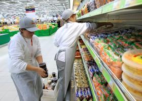 Μεγάλη αλυσίδα σούπερ μάρκετ προς υπαλλήλους: Χαμογελάτε, έχετε δουλειά και πληρώνεστε στην ώρα σας έστω και με 300 ευρώ! (photo) - Κεντρική Εικόνα