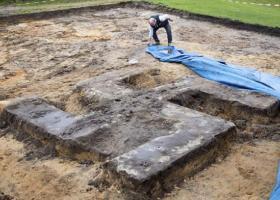Ανασκαφές φέρνουν στο φως μια τεράστια σβάστικα (video) - Κεντρική Εικόνα