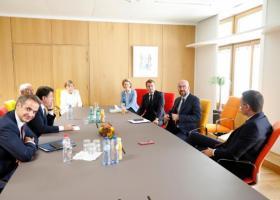 Σύνοδος ΕΕ: Νέα διαβούλευση το απόγευμα - Το σκληρό παζάρι οδηγεί σε «πεδίο συμφωνίας» - Κεντρική Εικόνα