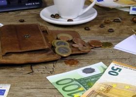 Αναδρομικά: Ποιοι συνταξιούχοι και πότε θα μοιραστούν 1,8 δισ. ευρώ - Κεντρική Εικόνα