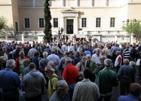Συγκέντρωση συνταξιούχων για τις περικοπές στις συντάξεις - Κεντρική Εικόνα