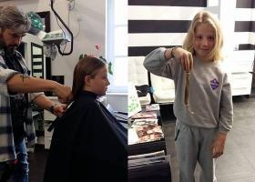 Μάθημα ζωής: 9χρονος από την Σύρο κούρεψε τα μαλλιά του και τα χάρισε σε καρκινοπαθή παιδάκια - Κεντρική Εικόνα