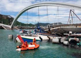Ταϊβάν: Γέφυρα κατέρρευσε καταπλακώνοντας σκάφη σε λιμάνι - Τουλάχιστον 20 τραυματίες (Video) - Κεντρική Εικόνα