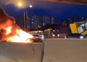 Νέο κρούσμα έκρηξης σε αυτοκίνητο Tesla σε κεντρικό δρόμο της Μόσχας (video) - Κεντρική Εικόνα