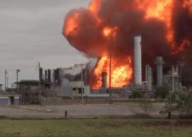 Τέξας: Eκκενώνονται πόλεις μετά από νέα έκρηξη σε χημικό εργοστάσιο (Videos) - Κεντρική Εικόνα