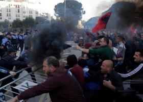 Αλβανία: Βίαια επεισόδια στα Τίρανα σε διαδήλωση κατά του Ράμα με 12 τραυματίες - Κεντρική Εικόνα