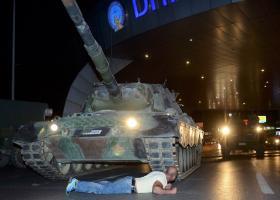 Ξεπερνά τους 90 ο αριθμός των νεκρών από την απόπειρα πραξικοπήματος στην Τουρκία - Κεντρική Εικόνα