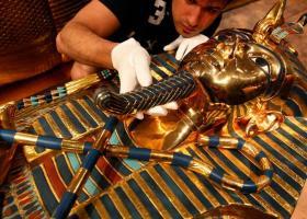 Η επίχρυση σαρκοφάγος του Τουταγχαμών συντηρείται για πρώτη φορά στην ιστορία της - Κεντρική Εικόνα