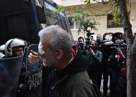 Πλειστηριασμοί: Τα ΜΑΤ τραυμάτισαν δημοσιογράφο του ΣΚΑΪ (vid) - Κεντρική Εικόνα