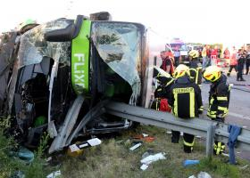 Ένας νεκρός και εξήντα τραυματίες σε τροχαίο, στη Γερμανία (photos) - Κεντρική Εικόνα