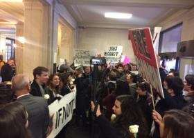 Διαδηλωτές εισέβαλαν στο αρχηγείο του Τραμπ, στην Ουάσινγκτον - Κεντρική Εικόνα