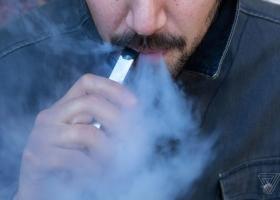 Χαλκιδέος νοσηλεύεται στο ΚΑΤ - Έσκασε το ηλεκτρονικό τσιγάρο στα χέρια του! - Κεντρική Εικόνα