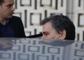 Συνάντηση με τους θεσμούς στον απόηχο της ανακοίνωσης της ΕΛΣΤΑΤ - Κεντρική Εικόνα