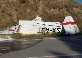 Σωτήρια αναγκαστική προσγείωση Tσέσνα παραπλεύρως της Εγνατίας (photos+videos) - Κεντρική Εικόνα