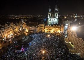 Τσεχία: Χιλιάδες διαδηλωτές ζήτησαν την παραίτηση του πρωθυπουργού - Κεντρική Εικόνα