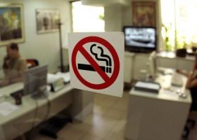 «Καμπάνα» 100 ευρώ σε εργαζόμενη που κάπνιζε στο «Γεννηματάς» - Τα πρόστιμα για τους «θεριακλήδες» - Κεντρική Εικόνα