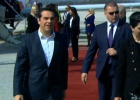 Προσγειώθηκε στα Σκόπια ο Αλέξης Τσίπρας (video) - Κεντρική Εικόνα