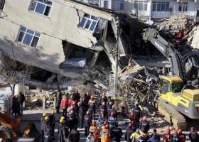 Τουρκία: Μάχη με τον χρόνο και τους μετασεισμούς - Τουλάχιστον 29 νεκροί, πάνω από 1.000 οι τραυματίες - Κεντρική Εικόνα