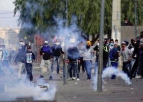 Συγκρούσεις στην Τυνησία μετά την ταφή φωτοειδησεογράφου που αυτοπυρπολήθηκε (video) - Κεντρική Εικόνα