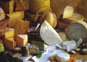 Κατάσχεση ακατάλληλων τυριών σε επιχείρηση του Πειραιά - Κεντρική Εικόνα