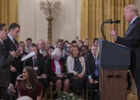 Ο Λευκός Οίκος επαναφέρει τη διαπίστευση του δημοσιογράφου του CNN Τζιμ Ακόστα - Κεντρική Εικόνα