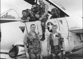 Ένα μνημείο θυμίζει την πτώση του μαχητικού του Τζον Μακέιν στο Βιετνάμ - Κεντρική Εικόνα
