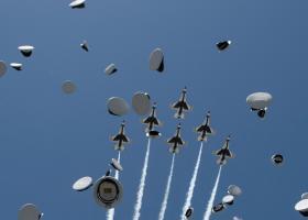 Επιδείξεις... θανάτου για δύο μαχητικά αεροσκάφη των ΗΠΑ - Κεντρική Εικόνα