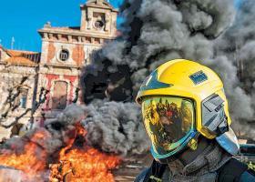 Πέντε τραυματίες σε ταραχές κατά τη διάρκεια διαδήλωσης της ακροδεξιάς στη Βαρκελώνη - Κεντρική Εικόνα