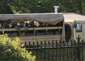 Λευκός Οίκος: Ο Τραμπ κάνει πράξη τις απειλές του - Πολλά φορτηγά με Εθνοφρουρούς κοντά στον Λευκό Οίκο! (Video) - Κεντρική Εικόνα