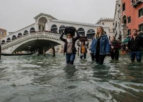 Σε ύψος-ρεκόρ οι πλημμύρες στη Βενετία για τον μήνα Απρίλιο (video) - Κεντρική Εικόνα