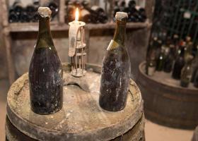 Ένα μπουκάλι κρασί 250 ετών πωλήθηκε σε τιμή ρεκόρ - Κεντρική Εικόνα